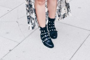Tips to find your personal style. Lola Pfaehler. Washington D.C. fashion and lifestyle blogger. Pearl Boots!