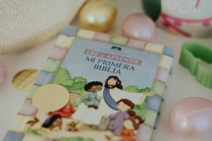 Biblia para ninos en espanol. Easter. What to put in your toddler easter basket. Oh Lola.
